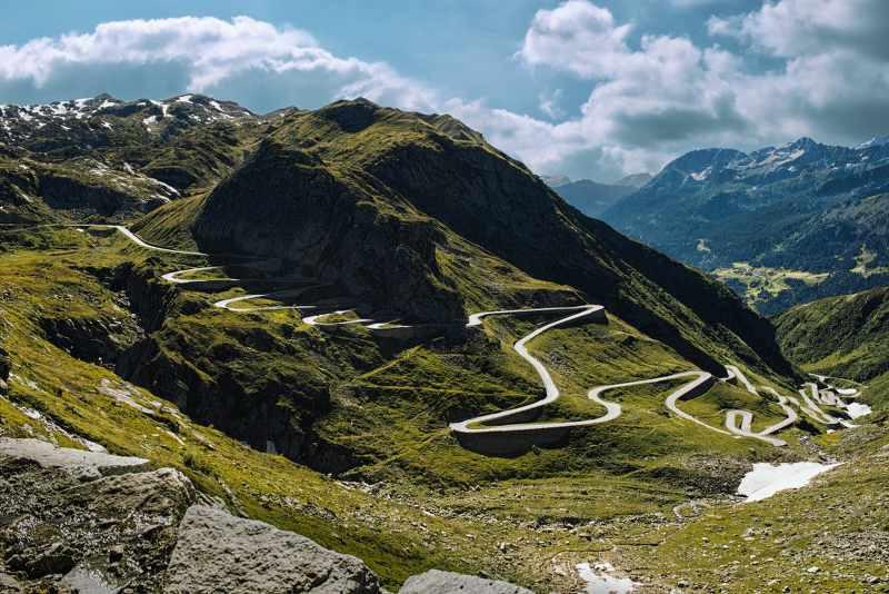 beautiful mountain passes in switzerland_800x534.jpg