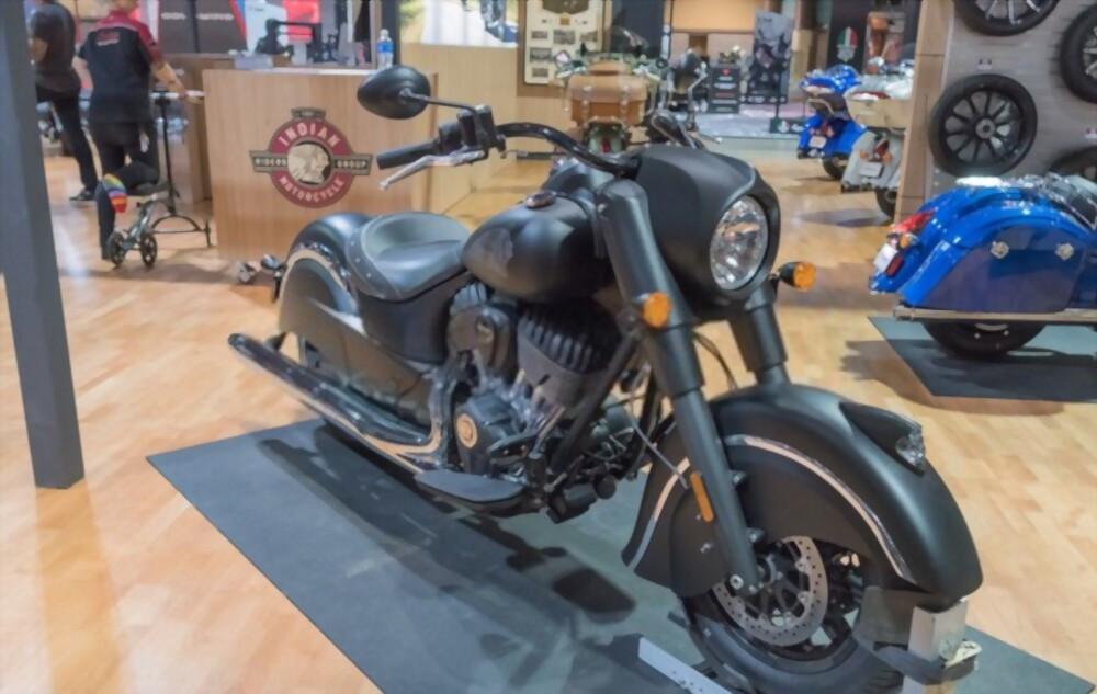 indian_dark_horse_motorcycle_in_exposition