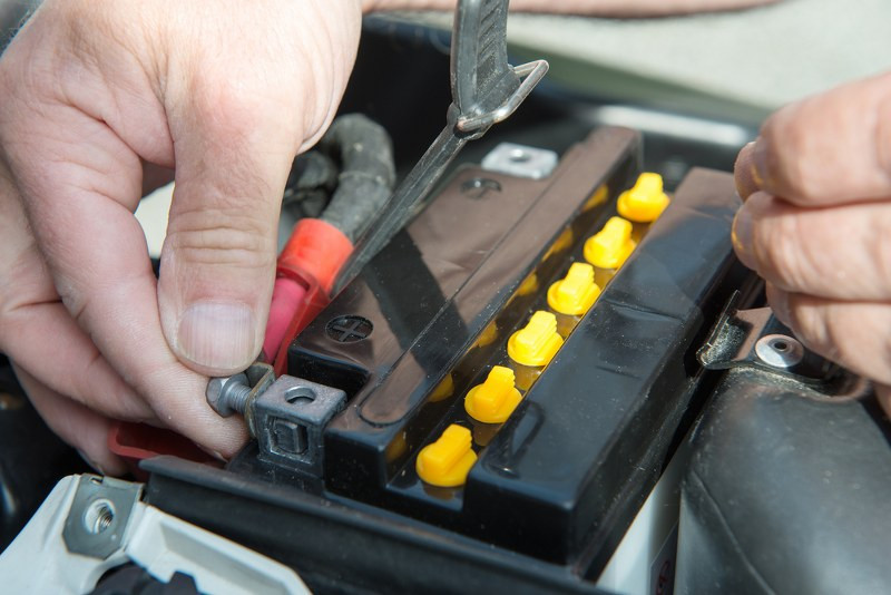 correct placement of a motorcycle battery_800x534.jpg