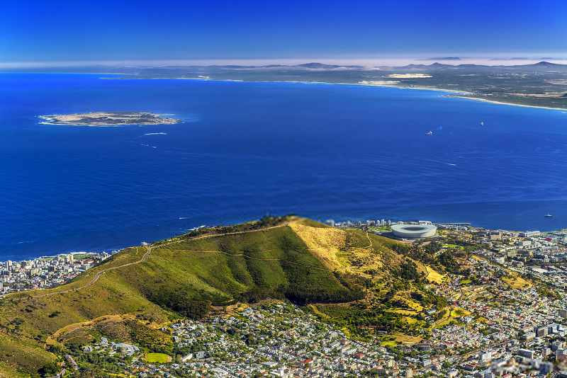 Cape Town (Kaapstad) with a view of robben island_800x534