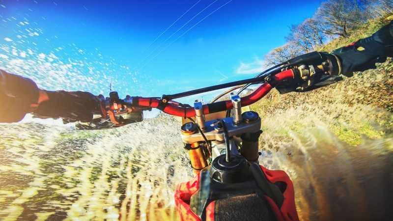 motorcycle_handlebars_going_uphill_800x450