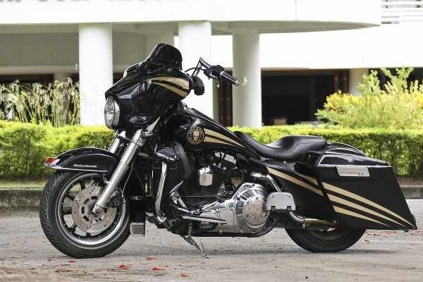 Harley_Davidson's_CVO_Unlimited