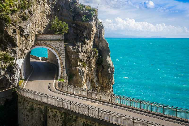 amalfi coast road going under a mountain rock_800x534.jpg