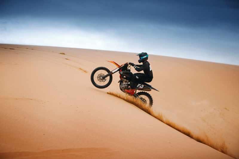 motocross_on_the_desert_dunes_dakar_800x534
