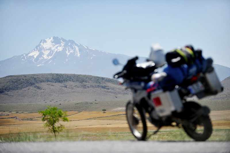 adventure motorcycle in front of a snowy mountain in turkey fully packed with luggage_800x532