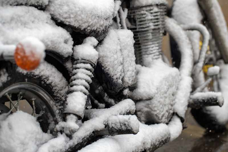motorbike_engine_in_ice_800x534