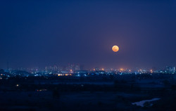 The Bright side of the moon - Siddharth Sirohi