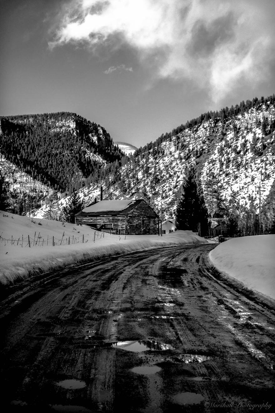 BW-road-barn
