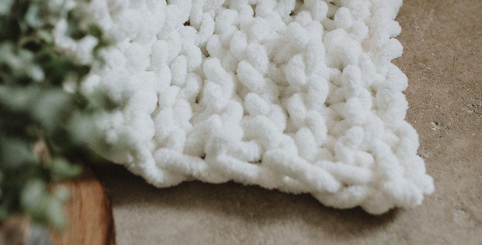 chunky knit blanket -white