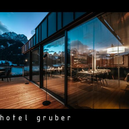black_hotel_gruber (1).png