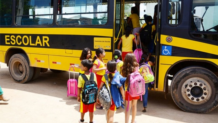 veículo-escolar-da-prefeitura.jpg