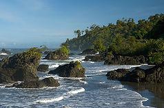 playa-con-rocas (1).jpg