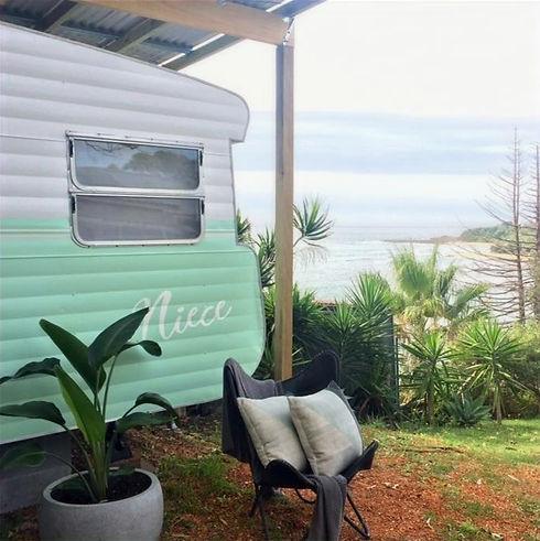 Vintage Viscount caravan central coast_edited_edited.jpg