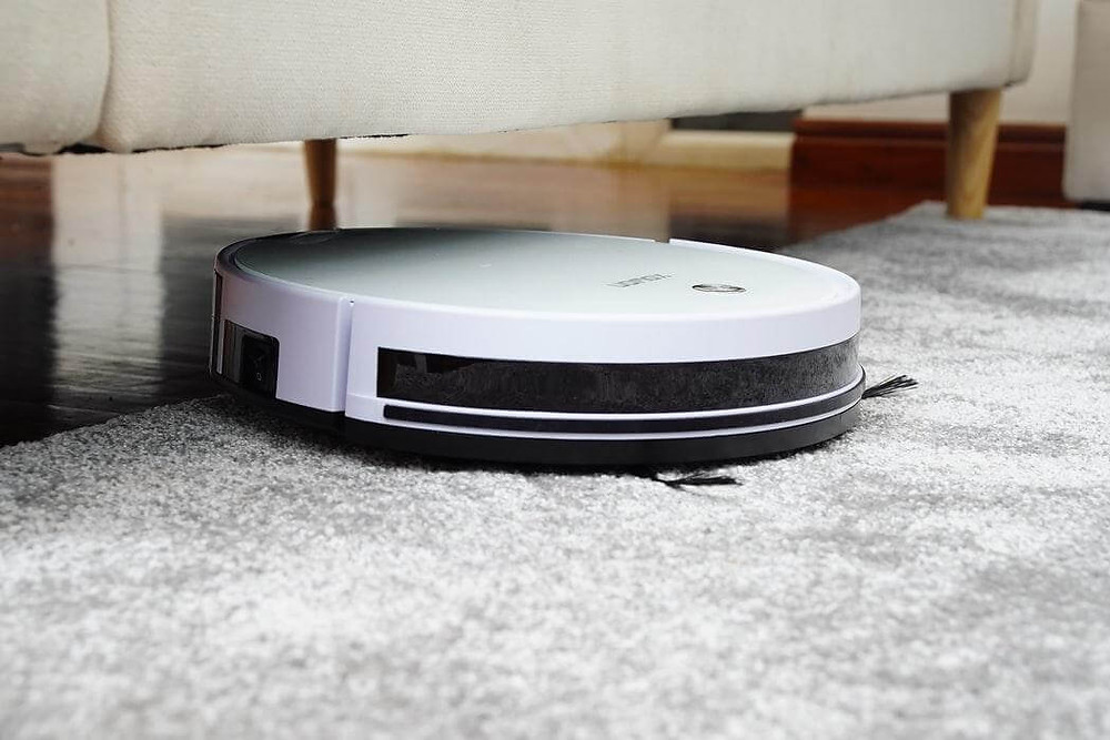 The IRobot Roomba Floorvac became one of the first robotic vacuum cleaners to be advertised within the United States with a charging time of 14 hours for 1 hour of autonomy.