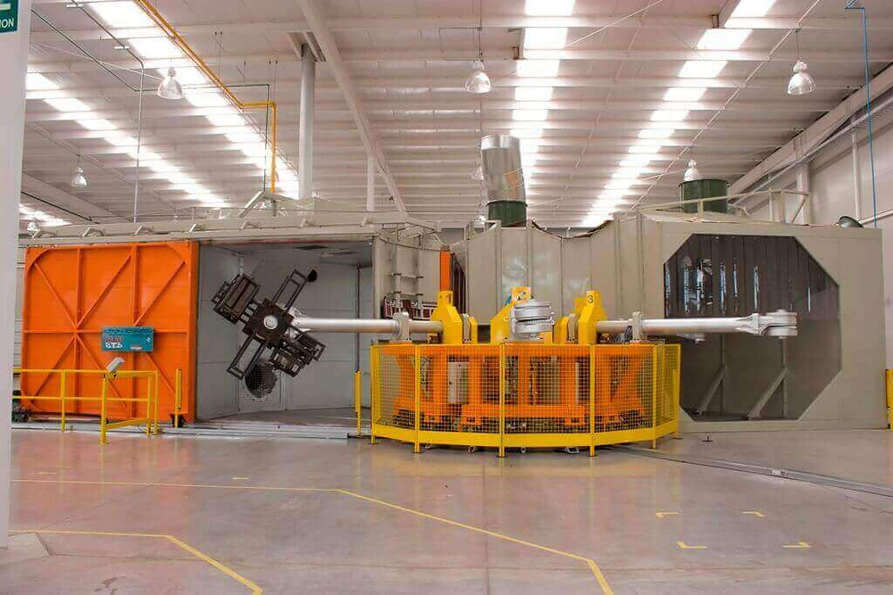 Rotational molding Carousel equipment in a production enviromental