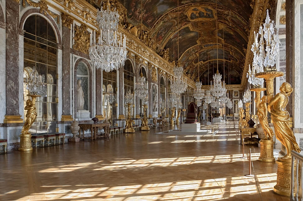 Chateau_Versailles_Galerie_des_Glaces Hall of Mirrors in the Versailles Palace (1678–1686)