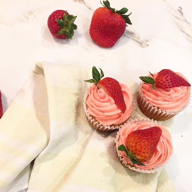 Vanilla cupcake base with fresh strawber