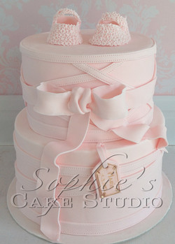 pink baby girl cake by Caramel Salé