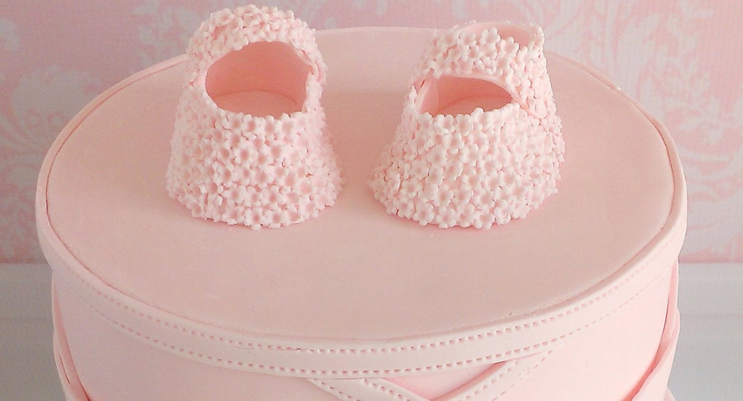 pink baby girl shoes cake (detail)