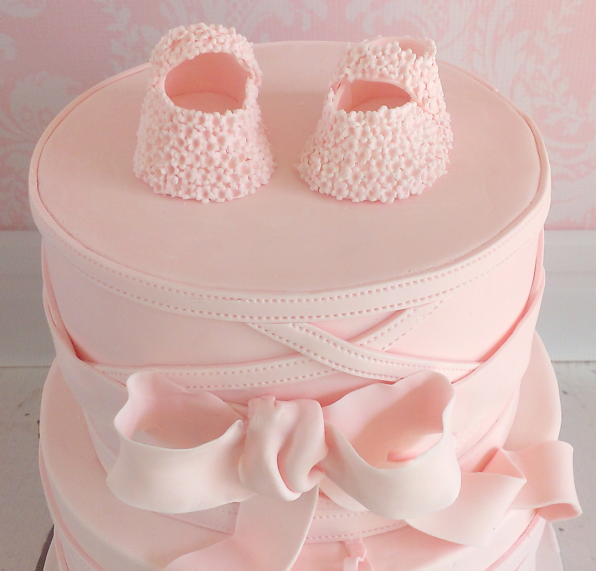 detail baby girl shoes cake