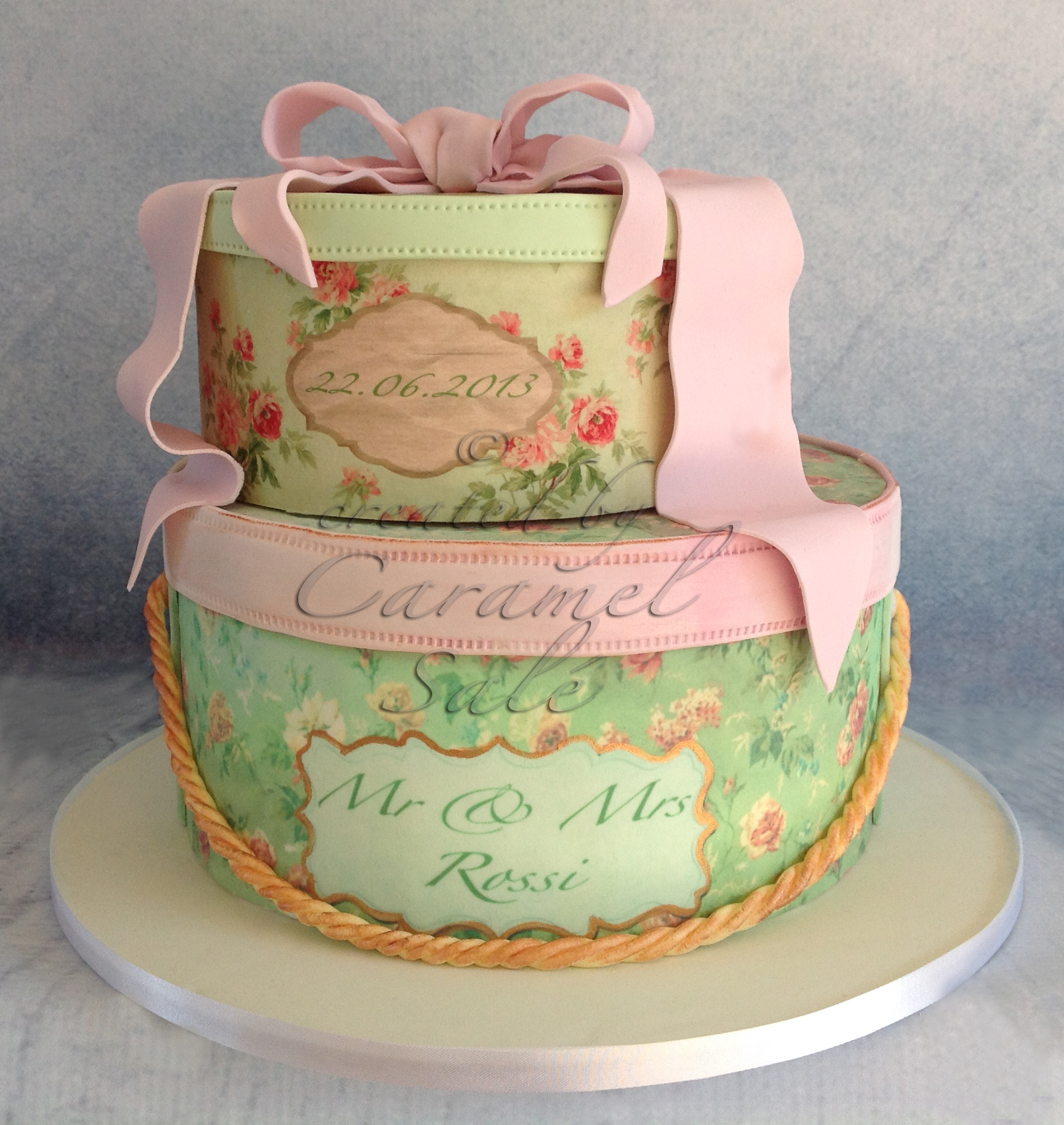 hat box wedding cake