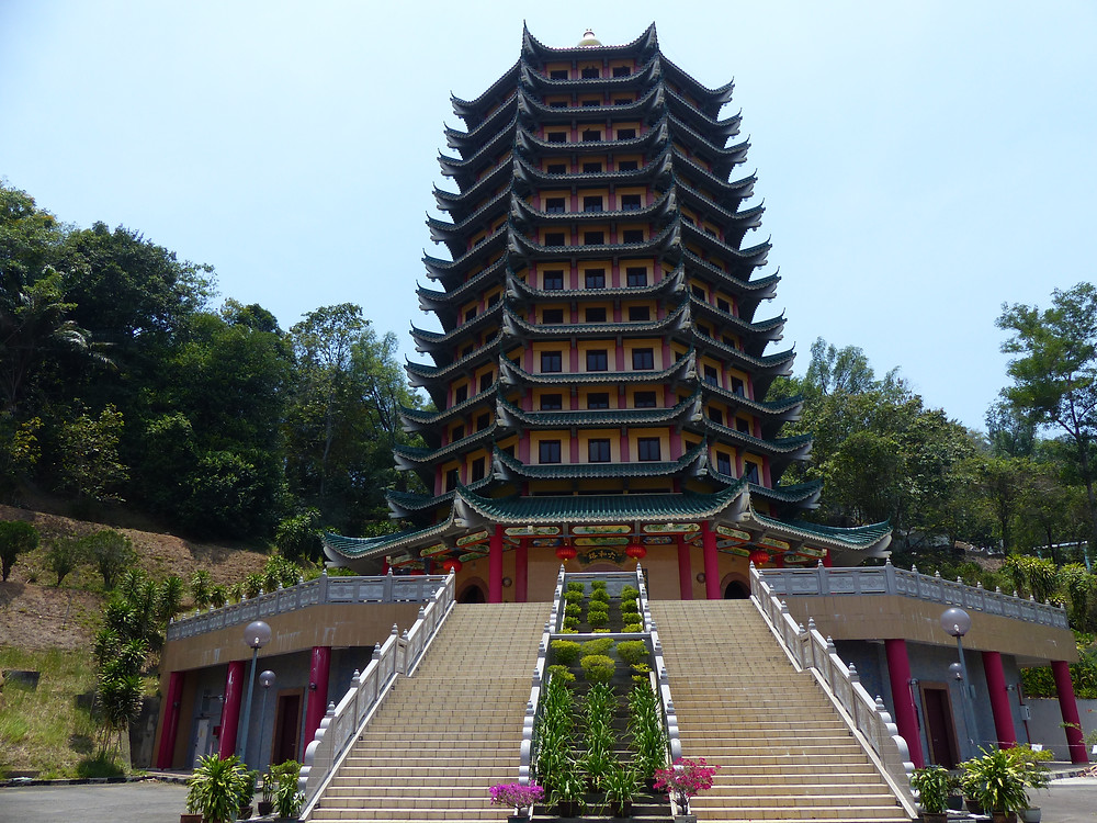 The 11 storey Che Sui Khor Moral Pagoda