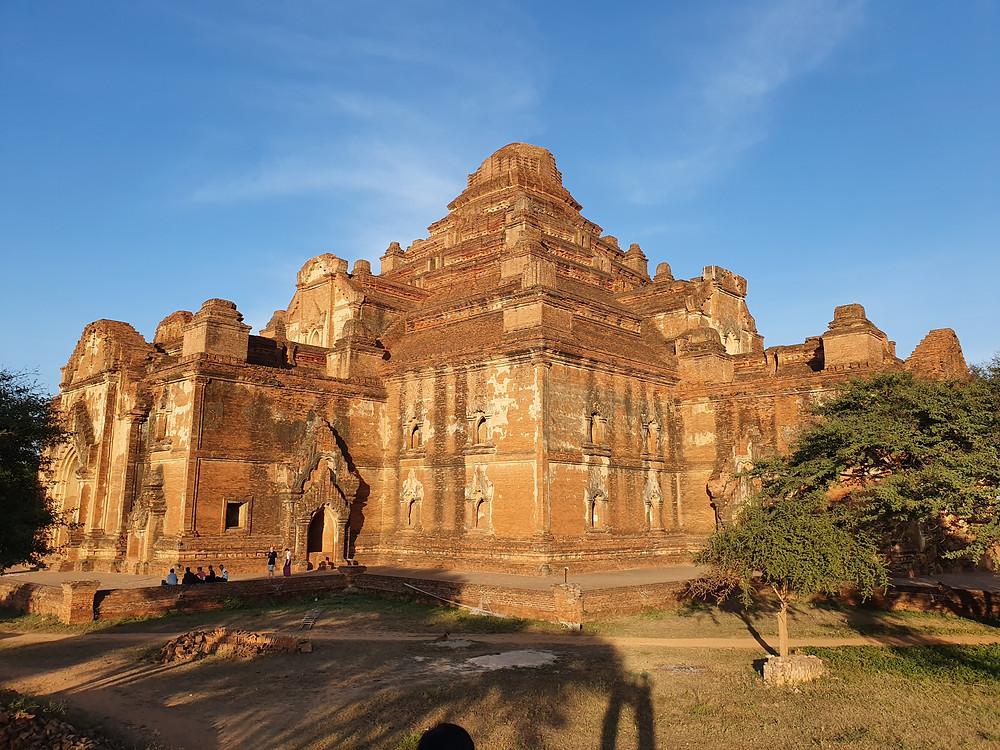 Dhammayan Gyi Temple in Bagan