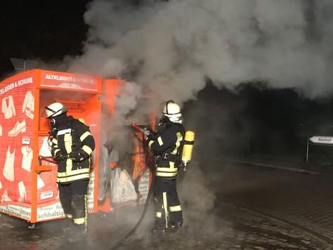 Zwei Altkleidercontainer ausgebrannt