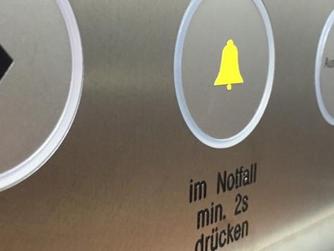 Personeneinschluss im Aufzug