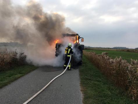 Traktor stand plötzlich in Brand