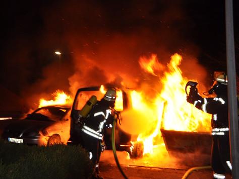 Containerbrand greift auf Fahrzeuge über