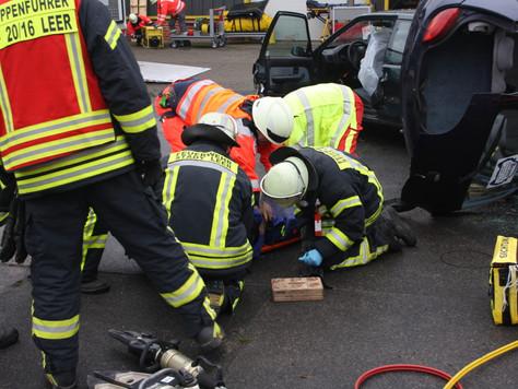 Einsatzübung der Sanitätsbereitschaften unter Beteiligung der Feuerwehr