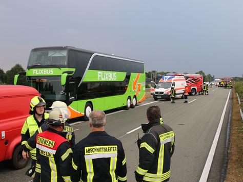 Verkehrsunfall mit Reisebus auf der A28