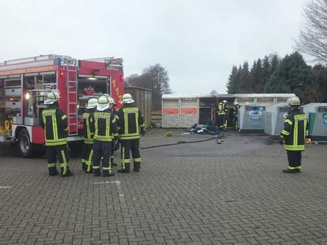Am Vormittag brannte erneut ein Altkleidercontainer