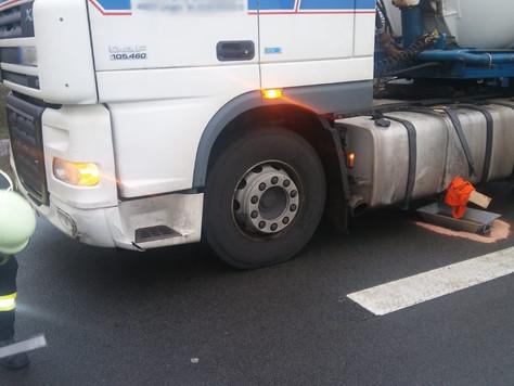 Gefahrguteinsatz nach Unfall zwischen PKW und LKW