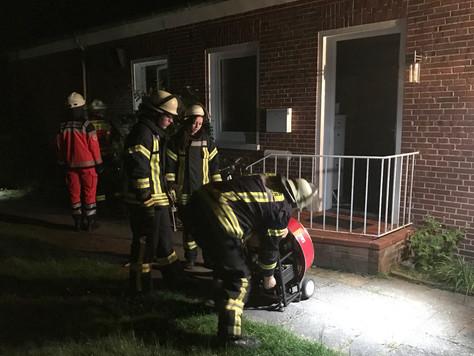 Vermeintlicher Zimmerbrand in einem Mehrfamilienhaus