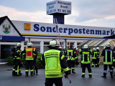 Betriebsgebäudebrand in Logabirum gemeldet