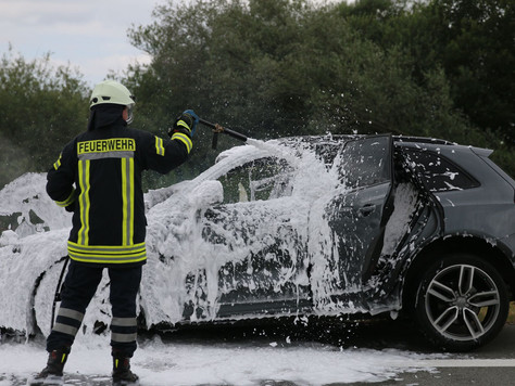 Fahrzeugbrand auf dem Autobahnzubringer in Holtgaste