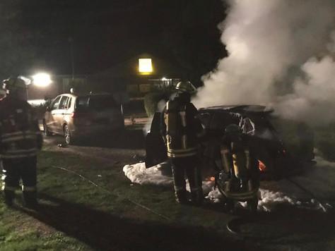 Fahrzeugbrand beim Autohaus