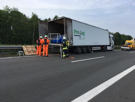 Verkehrsunfall mit Gefahrguttransporter