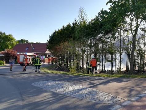 Ausgedehnter Heckenbrand in Neudorf