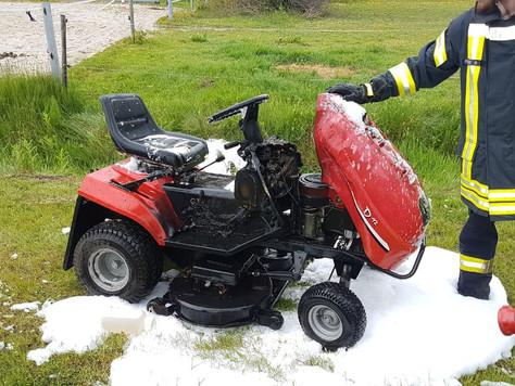 Unfall und Brand eines Rasenmähers