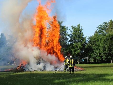 Altes Osterfeuer brannte im Stapelmoorer Park