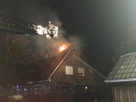 Schuppenbrand griff auf Wohnhaus über