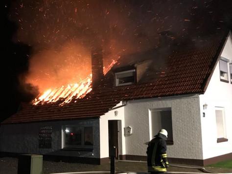 Dachstuhlbrand - Einsatzort unklar - Feuerwehren in mehreren Orten alarmiert