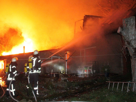 Feuer zerstört landwirtschaftliches Gebäude in Weenermoor