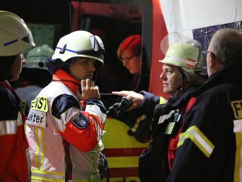 Großübung mit rund 100 Einsatzkräfte von Feuerwehr, THW und Rettungsdiensten