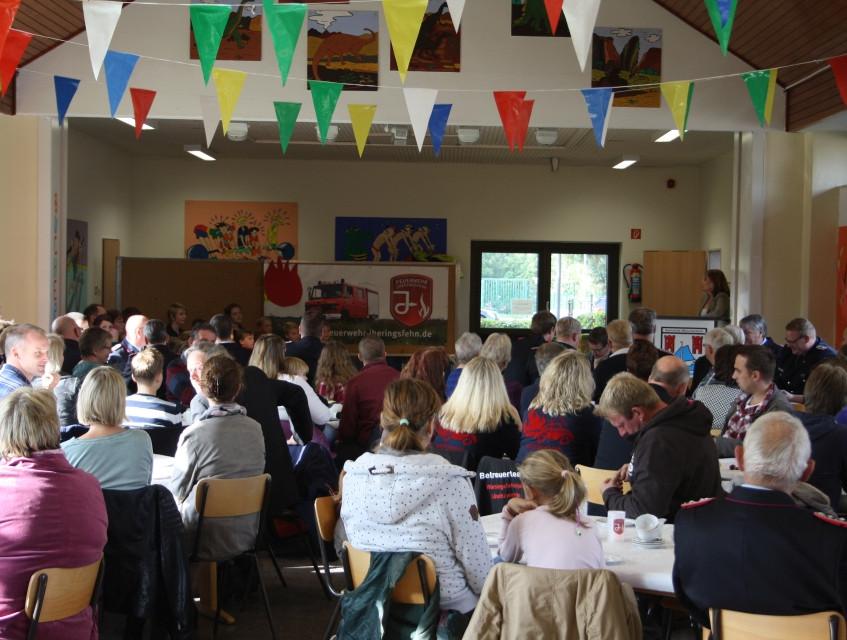 Die Gründungsfeier fand in der Aula der Grundschule statt. (Bild: Janßen)