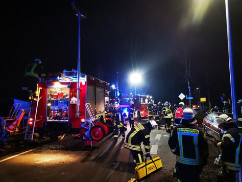 Einsatzübung: Verkehrsunfall, Personen eingeklemmt