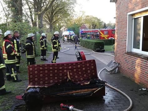 22-jähriger bei Zimmerbrand schwer verletzt